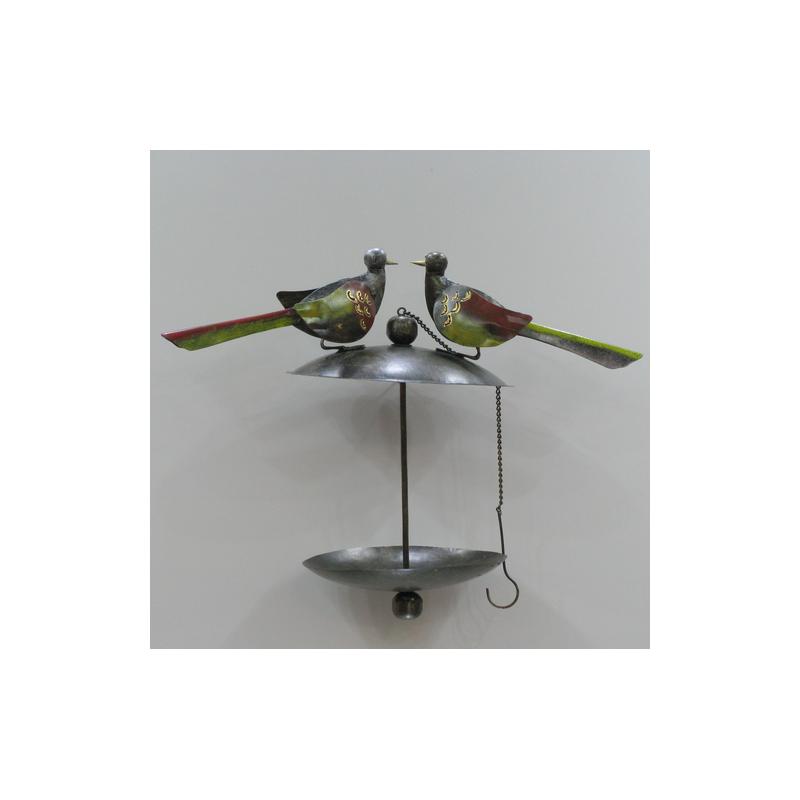 fabriquer mangeoires pour oiseaux fabriquer mangeoire pour oiseaux du jardin remplir les. Black Bedroom Furniture Sets. Home Design Ideas